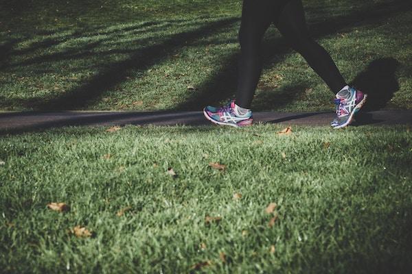 Camminare e praticare sport acquatici aiuta a eliminare i liquidi in eccesso