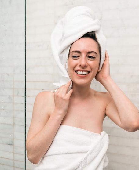 In commercio esistono maschere per capelli purificanti e rinforzanti per proteggere la tua chioma dai danni da smog
