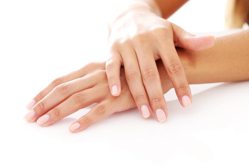 Anche le mani hanno bisogno di trattamenti antinvecchiamento specifici