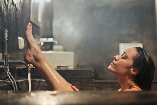 Prodotti delicati per la detersione di chi fa docce frequenti