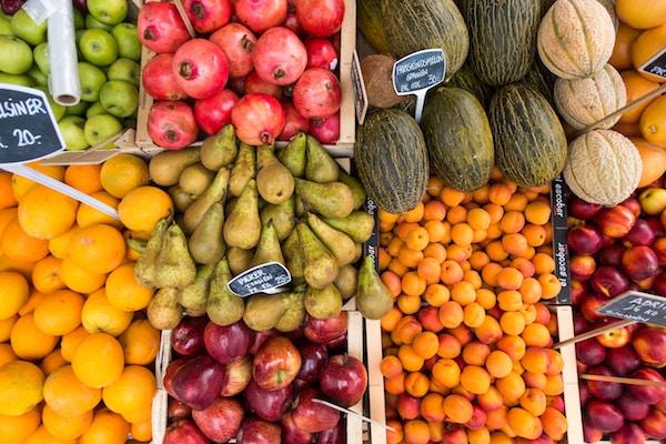 La frutta di colore arancione e rosso ti aiuta a supportare la pelle nel mantenimento dell'abbronzatura