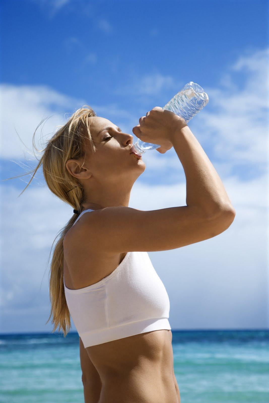Per combattere la cellulite sfrutta i benefici del mare e del sole e integra questi rimedi con un integratore anticellulite specifico