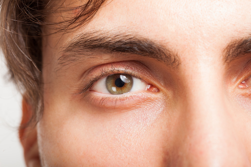 I migliori eccipienti che si trovano nelle creme contorno occhi per uomo