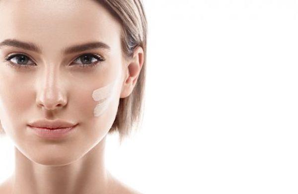 Contro la pelle secca e disidratata è importante saper utilizzare i giusti prodotti viso idratanti