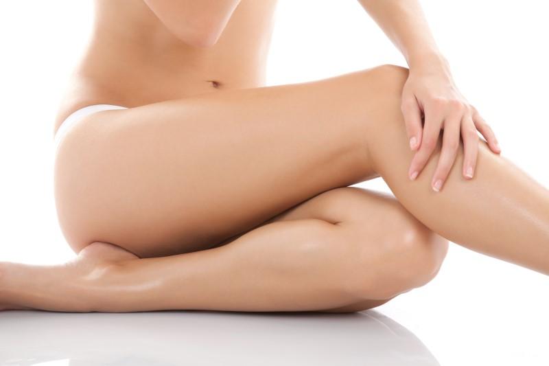 Quando si subisce un repentino calo di peso è bene utilizzare una crema per le smagliature, in grado di mantenere più tonica ed elastica la pelle