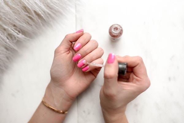 Lo smalto fa male alle unghie?